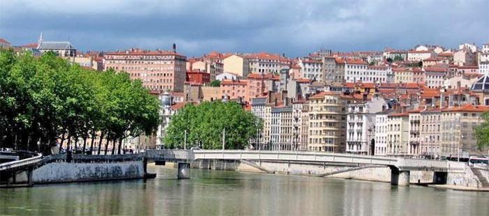 Летом климат Лиона благоприятен для пеших прогулок и экскурсий