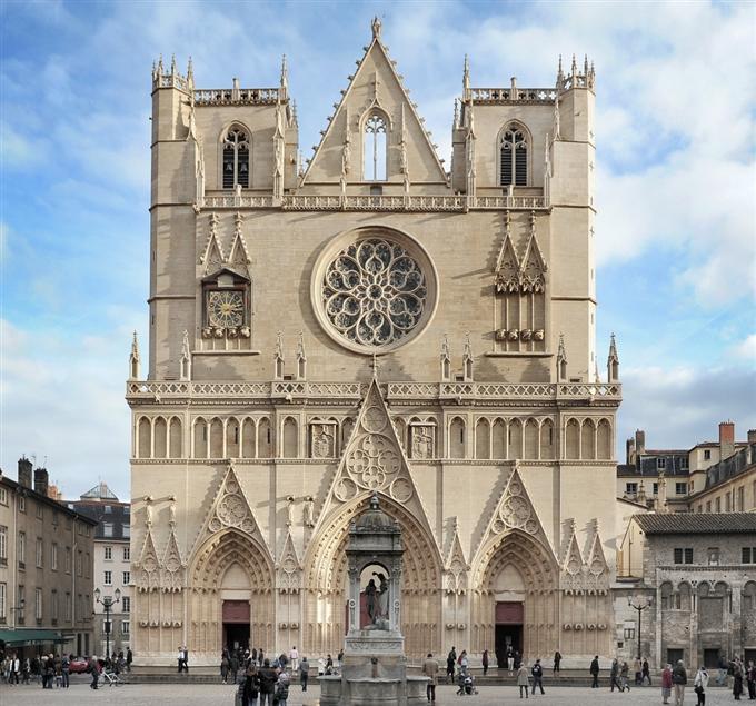 Сердцем Лиона по традиции называют собор Сен-Жан